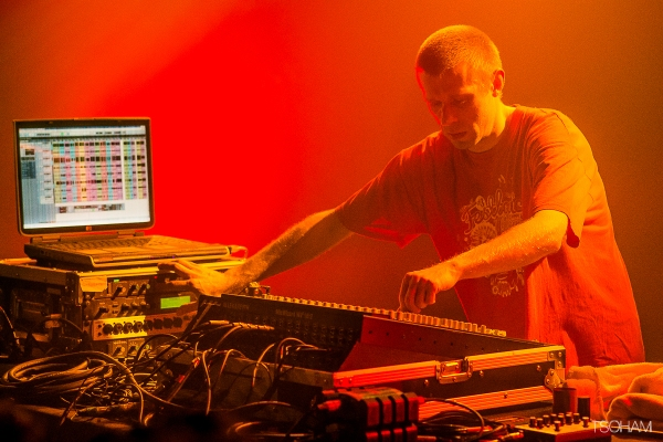 Kanka a pris le relais pour un live mix précis sur console.